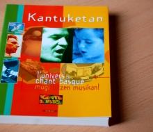 """Livre """"Kantuketan, l'univers du chant basque"""" (2002 - ICB - Elkar)"""
